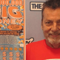 Pietro Levesque, l'uomo del Massachusetts che ha vinto 10milioni alla Lotteria Big Money grazie a una strada interrotta.